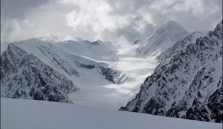 Красноярский турист погиб при сходе лавины в горах Алтая