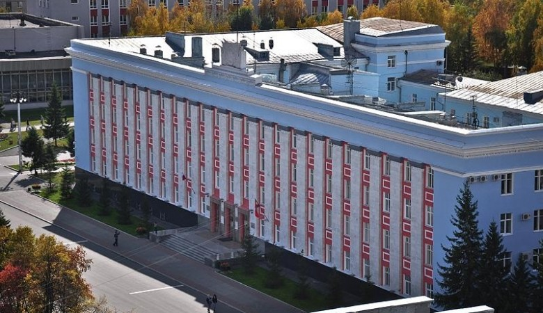 Чиновники Алтайского края обязаны сдавать все полученные подарки