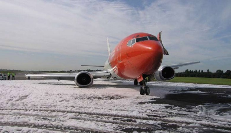 При аварийной посадке самолета, следовавшего из Красноярска в Ош, пострадал один пассажир