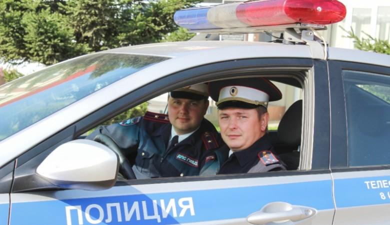 В Красноярске экипаж ДПС помог экстренно доставить в больницу 10-летнего мальчика
