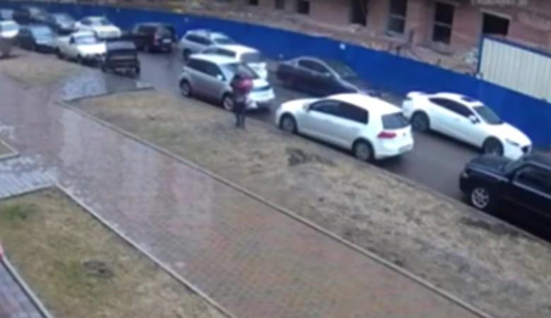 Красноярская полиция завела дело после того, как Honda сбила ребенка во дворе