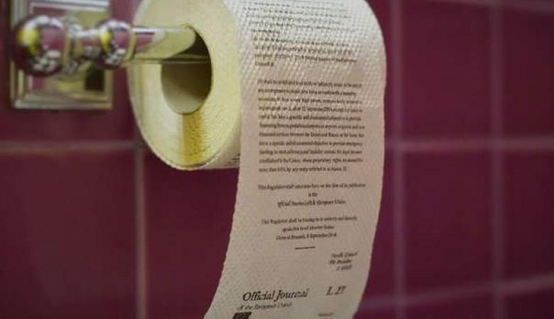 В Омске начали выпуск туалетной бумаги с текстом санкций