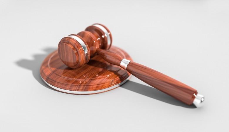 Жителя Горно-Алтайска осудят за «избиение» чужого автомобиля куском асфальта