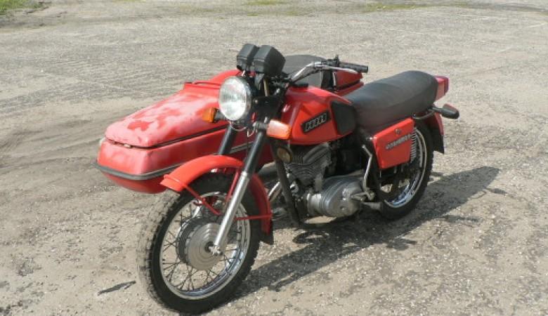 В Республике Алтай полицейский автомобиль насмерть сбил мотоциклиста