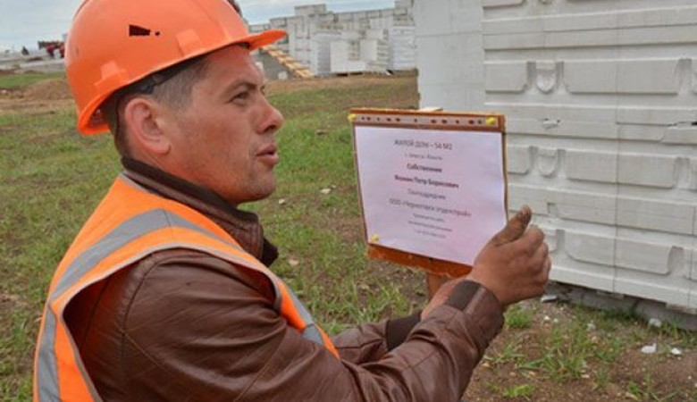 В Хакасии строители домов для погорельцев начали акции протеста