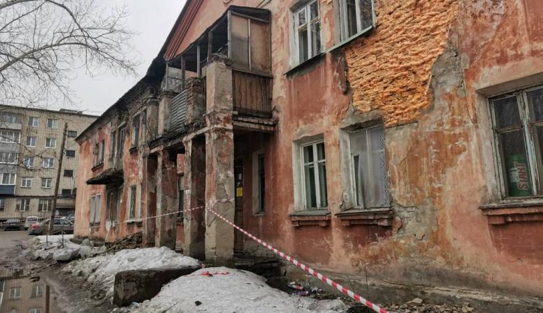 В Барнауле обрушилась стена аварийного дома