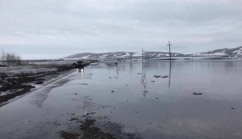 Разлившаяся в Алтайском крае река размыла автодорогу
