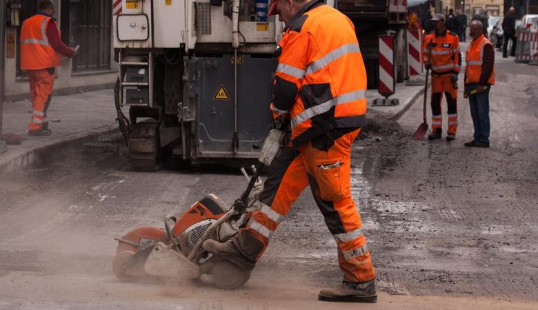 Новосибирские власти выделили почти 300 млн рублей на ремонт дорог в областном центре
