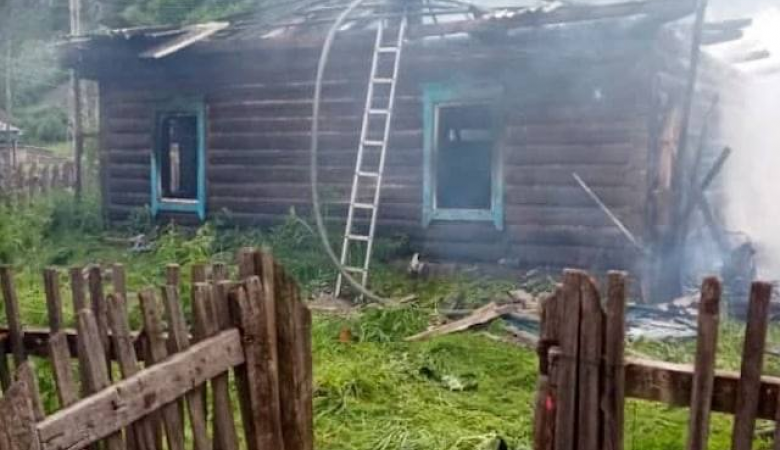 Трое детей погибли при пожаре в частном доме на Алтае