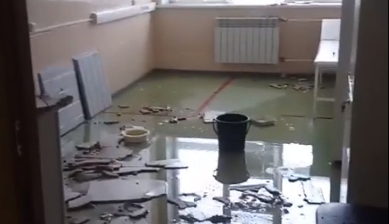 Ливень затопил больницу в Красноярском крае и уничтожил 1,5 тыс. доз вакцины от ковида
