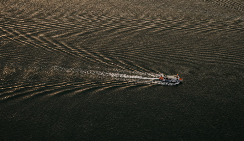 Три человека утонули при опрокидывании лодки на реке в Таймыре