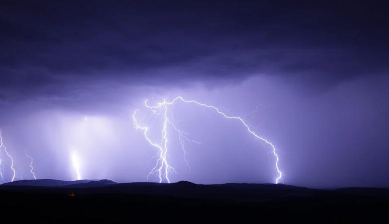 В регионах Сибири в ближайшие дни передают сильные дожди, грозы и град