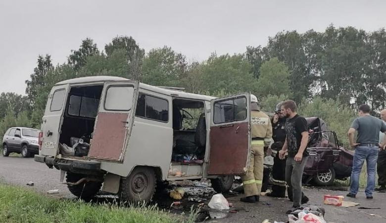 Число погибших в результате жесткой аварии ВАЗ и УАЗ в Омской области выросло до четырех