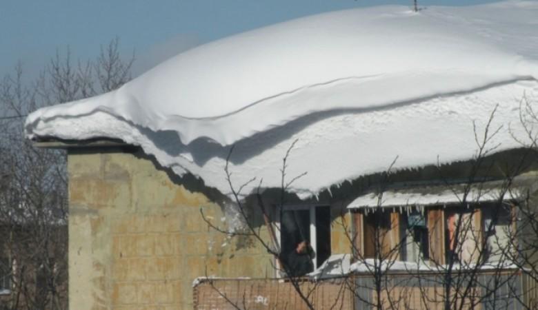 Крыша многоквартирного дома обрушилась в Барнауле