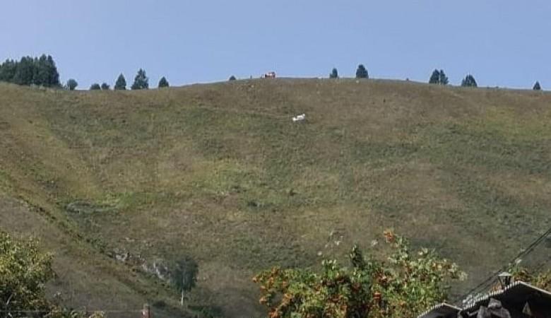 Автомобиль с тремя девушками слетел со склона на горе Чертов палец в Горном Алтае