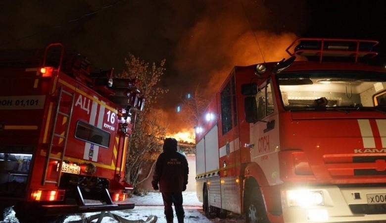 В торговом центре в Горно-Алтайске произошел пожар на площади 1 тыс. кв. метров