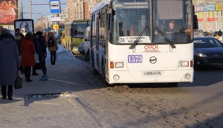 Омские чиновники не смогли урегулировать транспортный кризис без вмешательства губернатора
