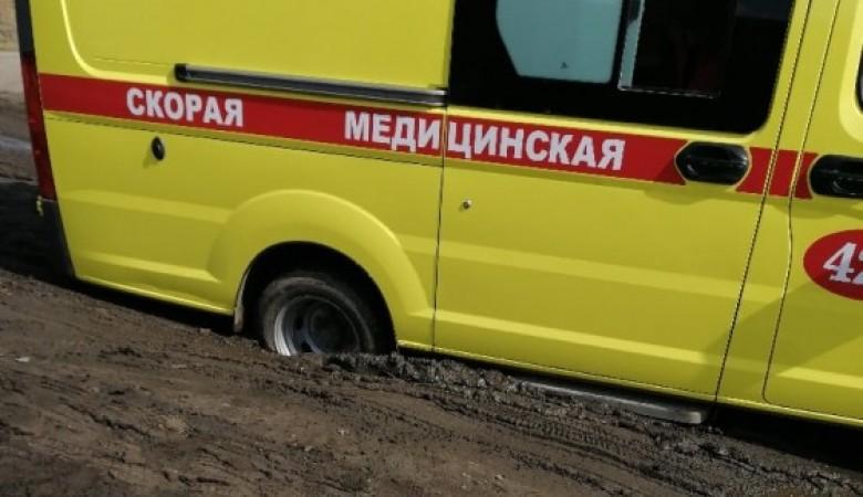 В Омске завели дело после того, как «скорая» по пути к ребенку завязла в грязи