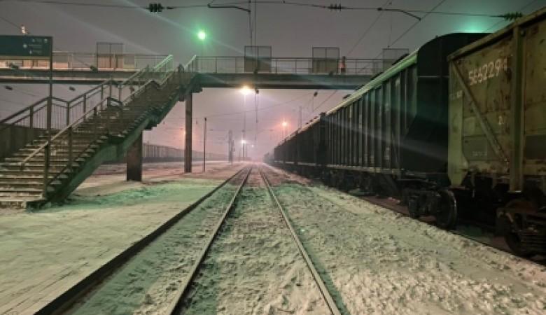В Красноярском крае пьяный папа погубил свою дочь, переходя через железнодорожные пути