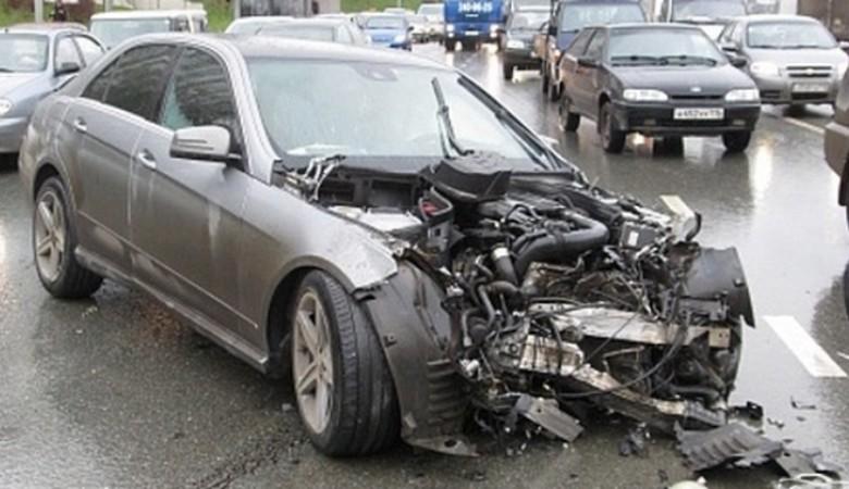 В Омском районе «Мерседес» протаранил «Фольксваген», двое погибли