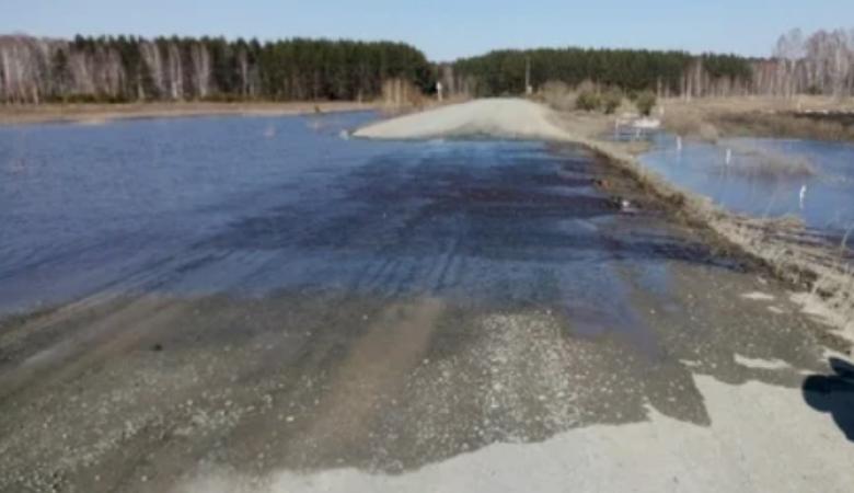 Часть дороги затопило на трассе Омск-Муромцево-Седельниково
