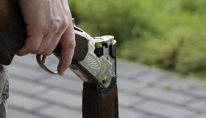 На Алтае мужчина устроил стрельбу из ружья по подросткам. Двое ранены