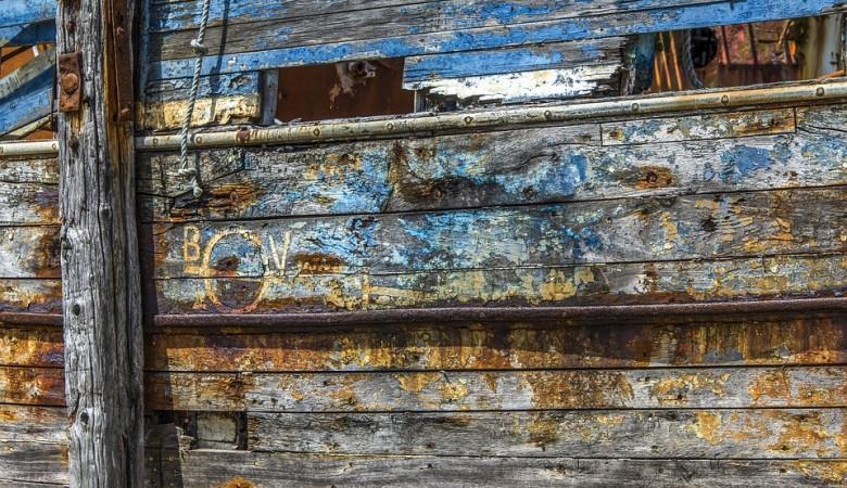 После падения уровня воды в Иртыше в Омске проявились остатки судна конца XIX века