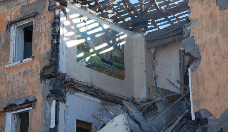 Обрушение стены в алтайском лицее произошло из-за снега и отсутствия капремонта с 1966г