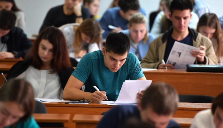 Более двух третей россиян хотят вернуть систему распределения выпускников вузов - опрос
