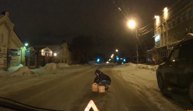 Видеоролик с «дорожной феей» из Омска стал интернет-хитом