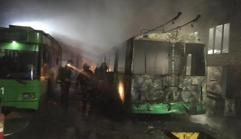 В новосибирском депо сгорел троллейбус