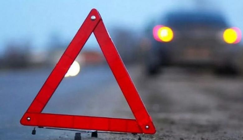 Один человек погиб, двое пострадали в результате опрокидывания автомобиля в Новосибирской области